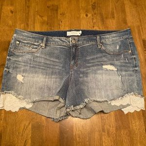 Torrid Jean shorts with lace size 22